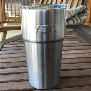 Yeti travel mug silver. New promo.